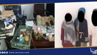 Photo of بنغازي : البحث الجنائي يقتحم وكر مخدرات و خمور