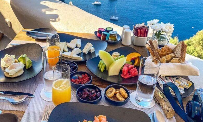 Photo of سفرة إفطار شهية على رائحة البحر