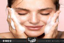 Photo of بالفيديو- 10 أخطاء للعناية بالبشرة قد تغير حياتك