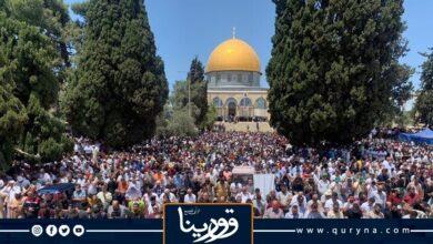 Photo of رغم التشديدات الصهيونية.. 70 ألف شخص يؤدون صلاة الجمعة الأخيرة من رمضان بالمسجد الأقصى