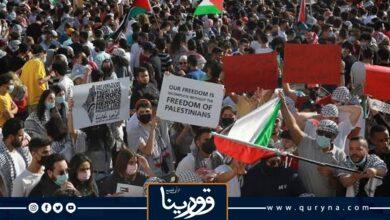 Photo of آلاف الأردنيين يحتشدون قرب الحدود مع فلسطين تنديدًا بالاعتداء الصهيوني