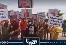 "Photo of أهالي سرت يتظاهرون ضد قرار""الدبيبة"" الأحادي بشأن إعادة فتح ""الطريق الساحلي"""