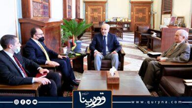 Photo of الكبير والسفير التونسي يبحثان تسهيل دخول البضائع الموردة من تونس عبر المنافذ البرية