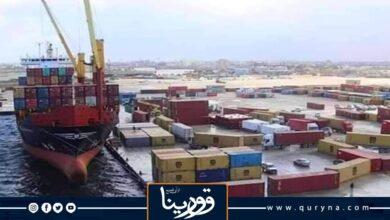 Photo of وصول عدد من الحاويات المحملة بالسلع والبضائع لميناء بنغازي البحري