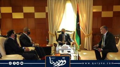 """Photo of """"الحويج"""" ووزير الدولة البريطاني يبحثان تعزيز التعاون التجاري والاقتصادي"""
